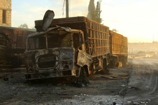 Damaged aid trucks are pictured after an airstrike on the rebel held Urm al-Kubra town, western Aleppo city, Syria September 20, 2016 Read more: https://sputniknews.com/middleeast/20160926/1045713159/us-nusra-tow-missiles.html
